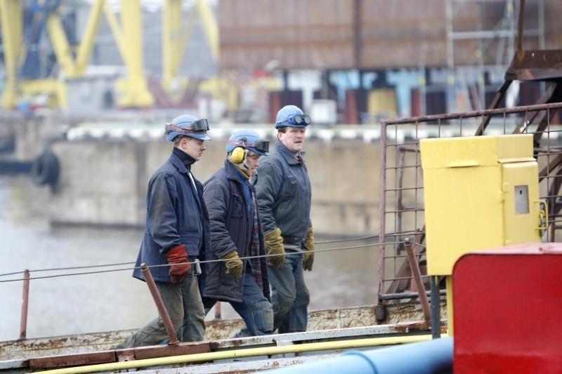 Darbo migrantų uždirbti pinigai keliauja iš Lietuvos