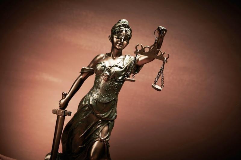 Nuteista vilnietė advokatė, jos ginamasis ir klinikos darbuotoja