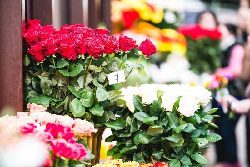 Gėlių pardavėja: žmonės nori už šildymą susimokėti, o ne gėles perka