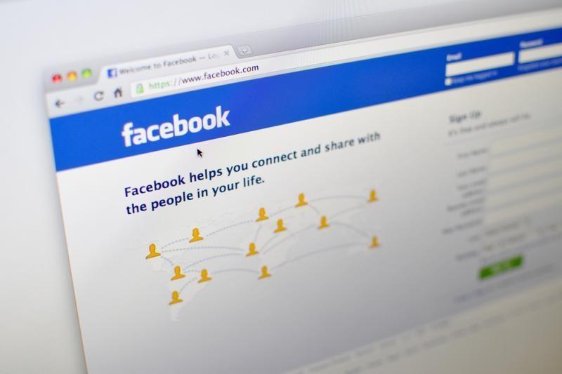 """""""Facebook"""" vartotojai virusiniu būdu platina apgaulingą žinutę"""