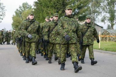 Lietuvos kariuomenė atsisako šauktinių