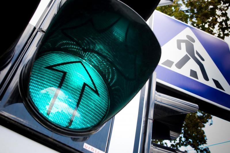 Kariškio vairuojamas automobilis Karmėlavoje partrenkė moterį