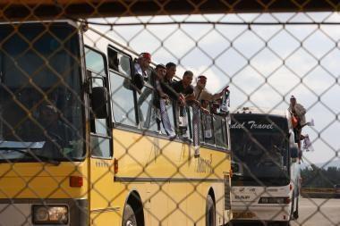 Izraelis gali paleisti iš kalėjimų beveik tūkstantį palestiniečių mainais už pagrobtą karį