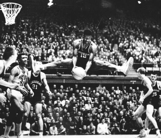 Susipažink: amžiaus krepšininkas - O. Robertsonas