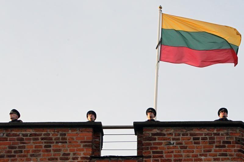 Vilniuje Gedimino kalne išniekinta valstybės vėliava