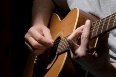 Festivalyje įteikta V.Kernagio vardo gitara