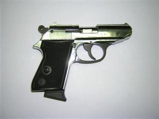 Savižudis į save šovė iš dujinio revolverio