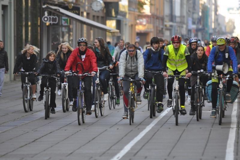 Sekmadienį Kaune dviratininkai rinkosi į paradą