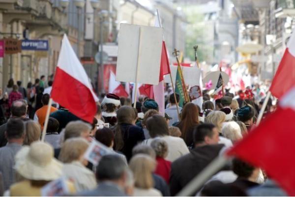 Lenkai: mūsų kariai turėtų grįžti namo iš Afganistano