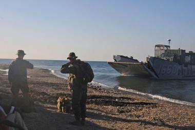 JAV jūrų pėstininkai tobulina desanto išsilaipinimo veiksmus Estijos pakrantėje