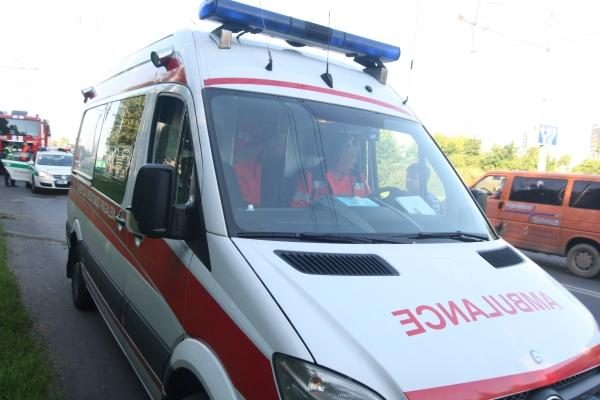 Vairuotojas susižalojo iškritęs iš sunkvežimio