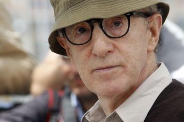 Kaliningrade atidengtas paminklas kino režisieriui Woody Allenui