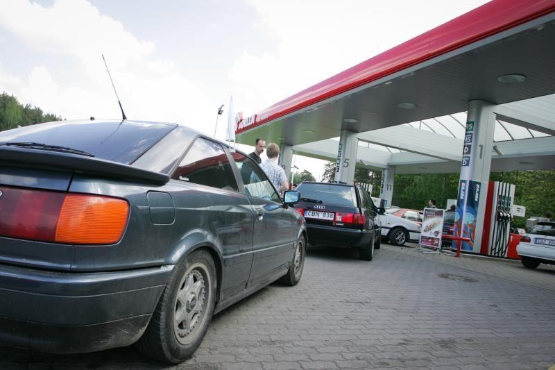 Vairuotojai: degalai turėtų kainuoti ne daugiau nei 3,99 lito