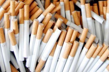 Automobilio daiktadėžėje – rūkalai