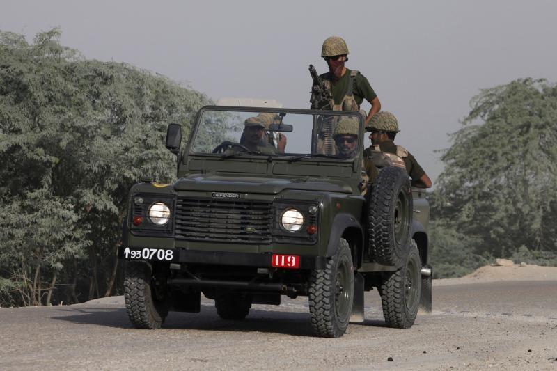 Indijos kariai užpuolė Pakistano karinį postą ir nukovė vieną karį