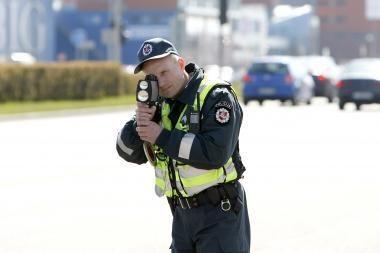 Policininkai aktyviau tikrins mašinų greitį