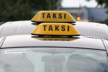 Pavogtą taksi paliko pakėlės griovyje