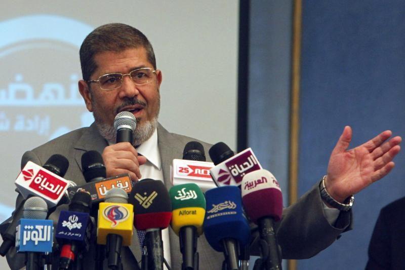 Egipto teismas įšaldė prezidento įsaką, krizė didėja