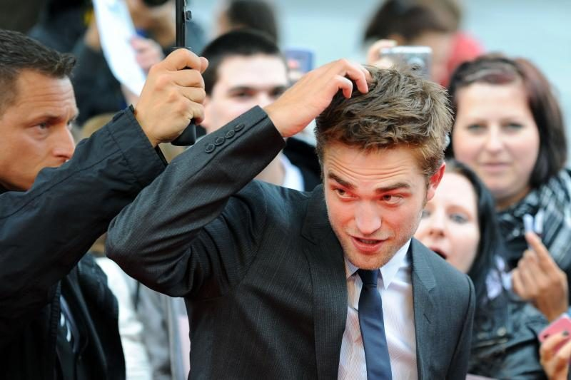 Kodėl gerbėjai R.Pattinsonui dovanoja ne gėles, o dantų krapštukus?