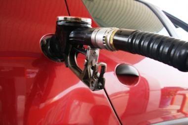 Benzinas ir dyzelinas pabrango, suskystintos dujos kiek atpigo