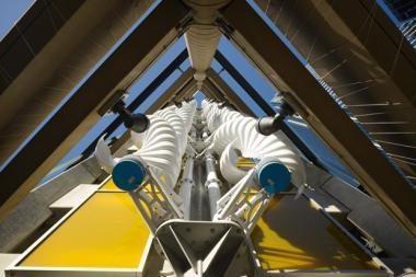 Daugiaaukščiame Čikagos garaže įrengtos sraigtinės vėjo turbinos