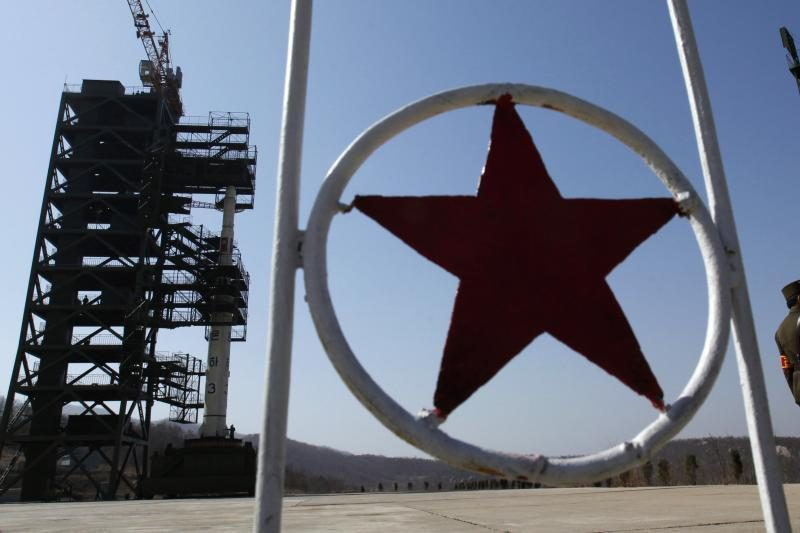 """Šiaurės Korėja nutraukė kariškių """"karštąją liniją"""" su Seulu"""