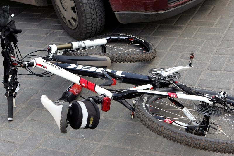 Girtutėlis dviratininkas savo kaltę bandė išpirkti 30 litų kyšiu