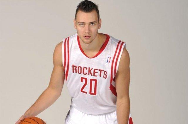 """D. Motiejūnas aikštelėje praleido 3 minutes, """"Rockets"""" pralaimėjo"""