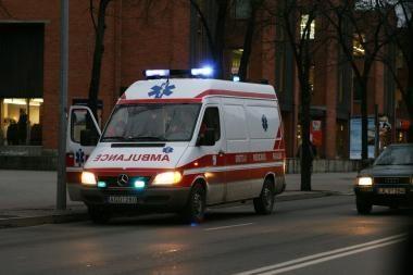 Vilniuje iš ketvirto aukšto iškrito jaunuolis