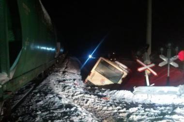 Klaipėdos rajone traukinys rėžėsi į autobusą