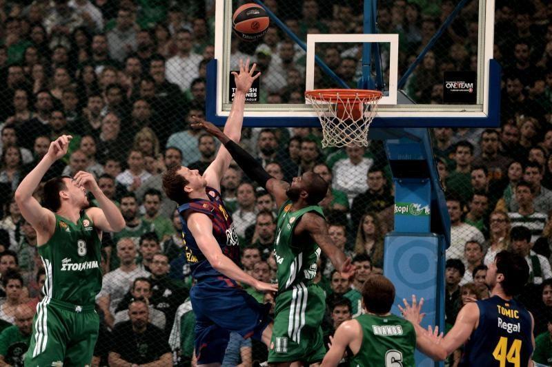 """""""Barcelona"""" triumfavo Atėnuose, serijoje prireiks penktųjų rungtynių"""