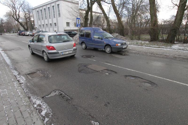Dėl permainingų orų uostamiesčio gatves išvagojo duobės