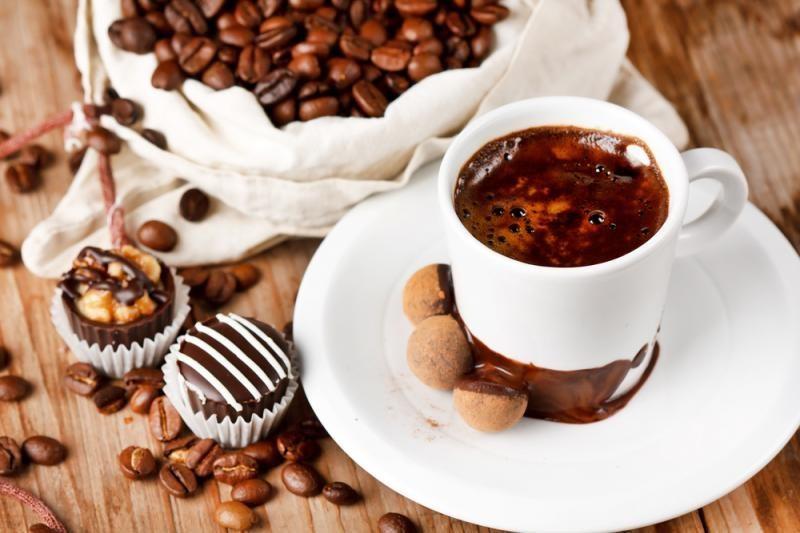 Krizė verčia graikus gerti kavą namuose