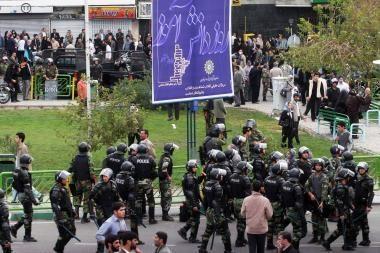 Iranas: Teherane policija susirėmė su protestuotojais