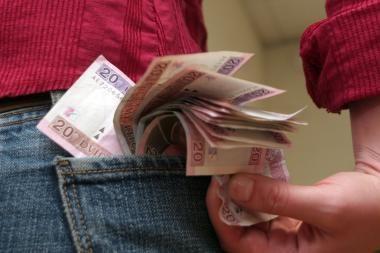 Iš Klaipėdos r. gyventojo kišenės pavogta 8400 litų