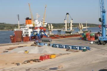 Uoste daugės gigantiškų krovinių
