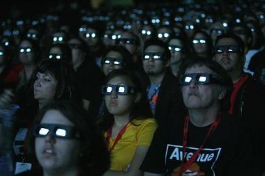 """Šalutinis 3D filmų poveikis, arba Kodėl nuo """"Įsikūnijimo"""" norisi vemti?"""