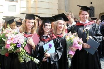 Siūloma finansuoti visas studentų paskolas