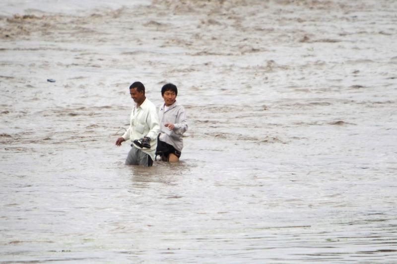 Nepale per potvynį žuvo aštuoni žmonės, dingo trys rusų turistai