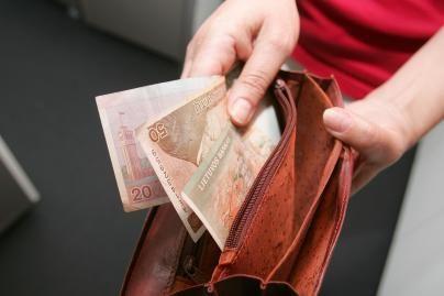 Parlamentaras kaltina valdininkus algų slėpimu