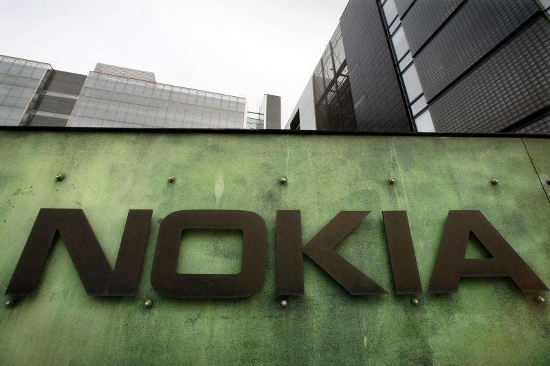 """Analitikai: kitąmet """"Microsoft"""" gali tekti gelbėti kompaniją """"Nokia"""""""