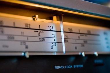 Radijo stotys gali varžytis dėl 666,0 kHz dažnio programoms transliuoti.