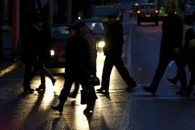 Gatvėse tamsiau - žuvusiųjų daugiau