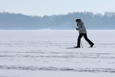 Kaprizinga žiema neatstoja, tačiau vidury savaitės bus šilčiau