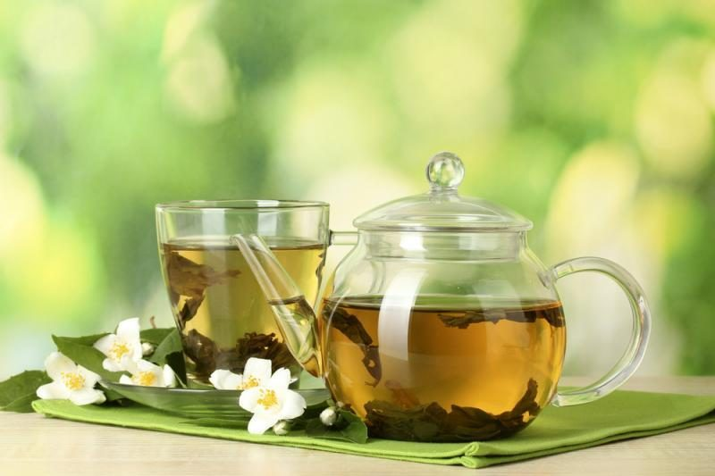 Arbatos žinovas: arbatos lapus lūpomis renka nekaltos mergelės