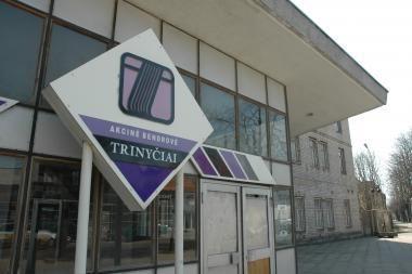 """Buvę """"Trinyčių"""" darbuotojai siekia pinigų ir bausmės administratoriui"""