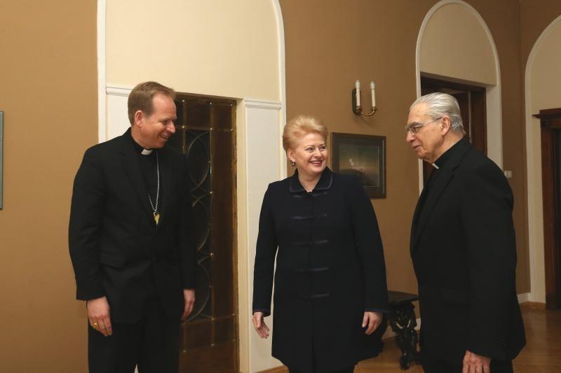 Vilniaus arkivyskupijoje prezidentė padėkojo A. J. Bačkiui už tarnystę
