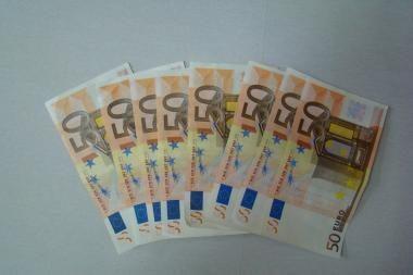 Vilniuje bandyta realizuoti beveik 20 tūkst. padirbtų eurų
