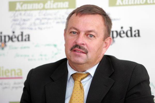 Raginant V.Navicką atsistatydinti - dvi tarybos narių parašų rinkimo akcijos