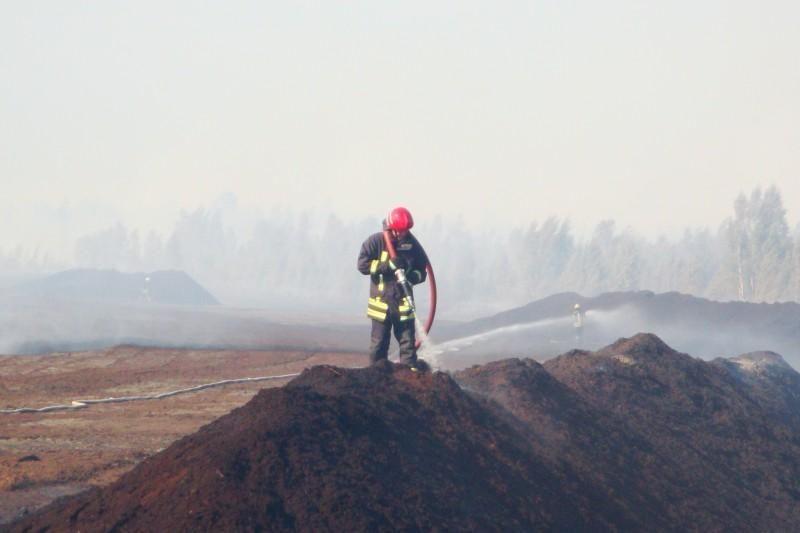 Ketinama skelbti apie gaisro durpyne užgesinimą (papildyta)